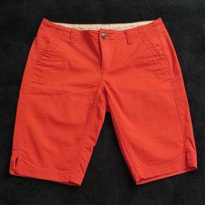 THE NORTH FACE - Red shorts.